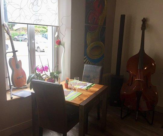 Melgven, France: De l'assiette aux cordes...