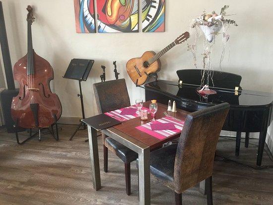 Melgven, France: Une note de piano fait suite à une note sucrée...