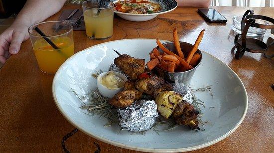 Restaurant Diferent: Brochetas de pollo en Diferent