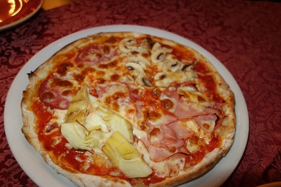 マッシュルームとベーコンのピザ7.8ユーロ