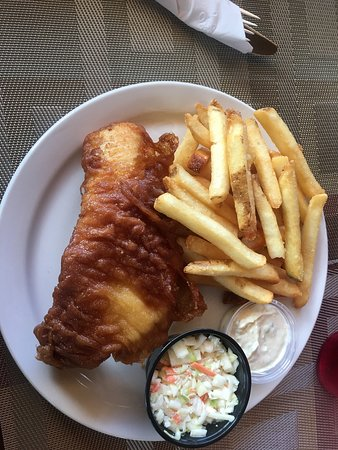 Magnetawan, Canada: Single piece haddock and chips with coleslaw