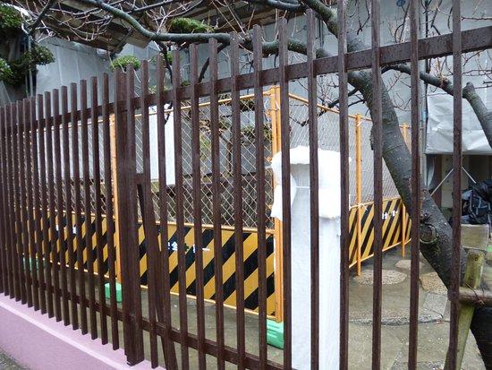 Edobori Jinjo Elementary School Trace Monument