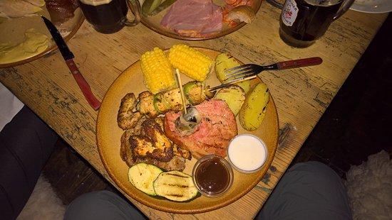 Tavern U Krale Brabantskeho: Это та самая еда для рыцаря разбойника. Отлично сочетается с тёмным пивом