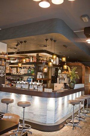 Caffe Milo: Bar