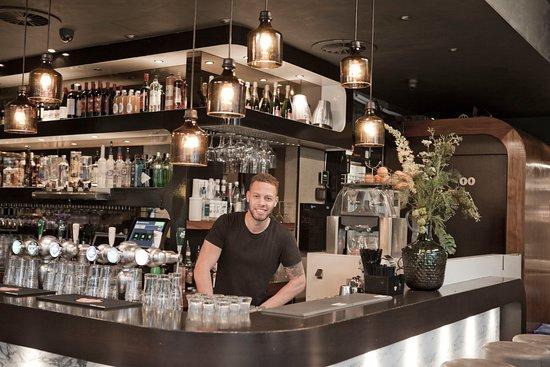 Caffe Milo: Bar manager