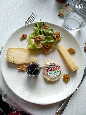 Beau site Jehan de Valon: Assiete de fromage très copieuse