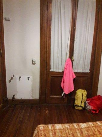 Viejo Telmo: sin calefacción y sin perchero o armario