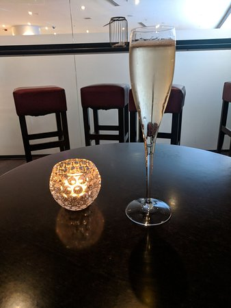 Mercure Sydney: Free drinks at the lounge