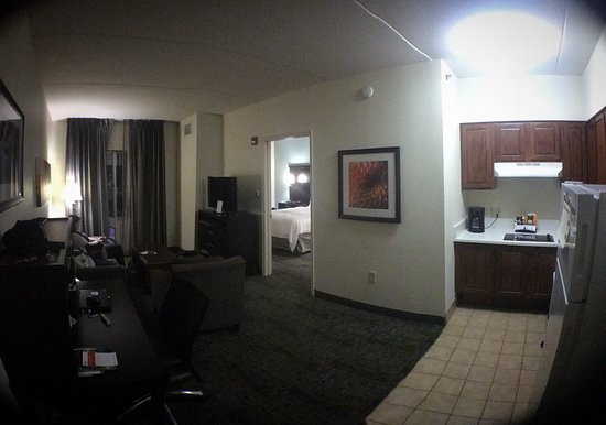 Staybridge Suites Chattanooga Downtown: Third floor suite