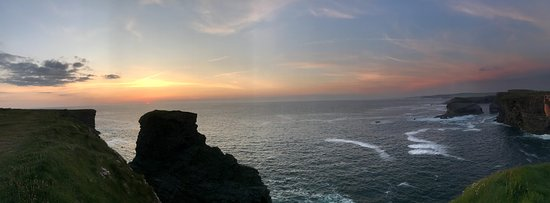 Kilkee Cliff Walk: Sunset on the cliffs.....