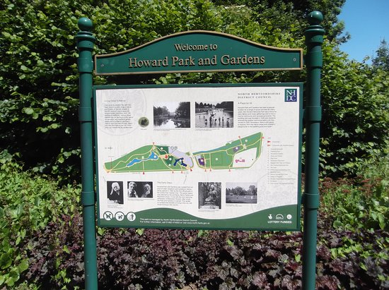Letchworth, UK: Welcome plate showing map of Howard park & Gardens.