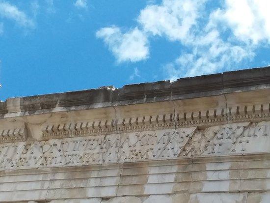 Arco di Augusto: Iscrizioni
