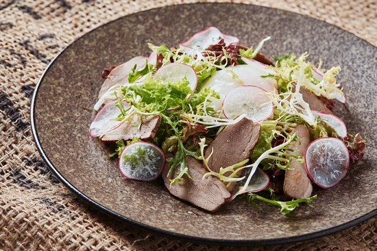 Mio Gusto: Mixed Lettuce Salad, smoked Duck Breast, Egg 63°