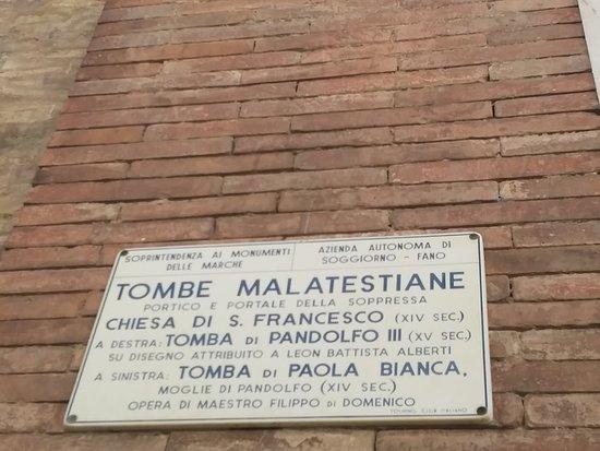 Chiesa San Francesco: Tombe malatestiane