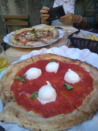 """Antica Pizzeria Friggitoria """"La Rotonda"""" : Pizza Il casolare"""