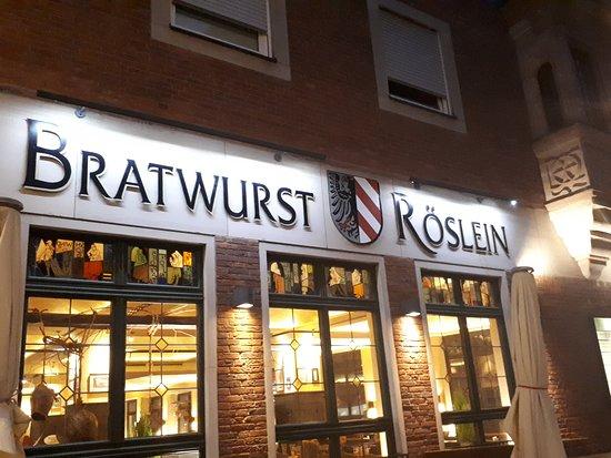 Bratwurst Röeslein: od frontu