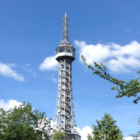 Petřín-højen: Petrin tower