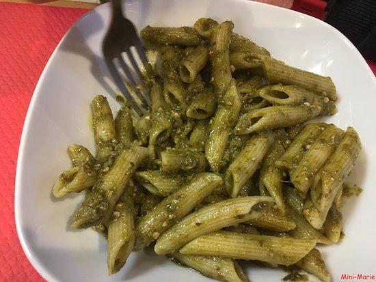 Saint-Clair-du-Rhone, França: Pâtes au Pesto (maison)