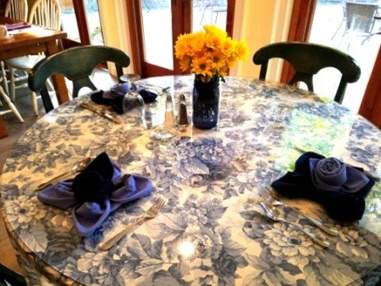 Cornwall, NY: Breakfast Table