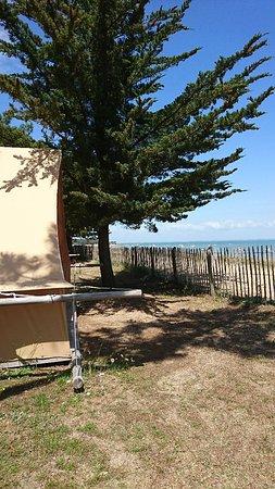Toile bois bord de mer photo de camping huttopia - Camping bois de la chaise noirmoutier ...