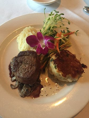 Avondale, เพนซิลเวเนีย: The lovely surf and turf.