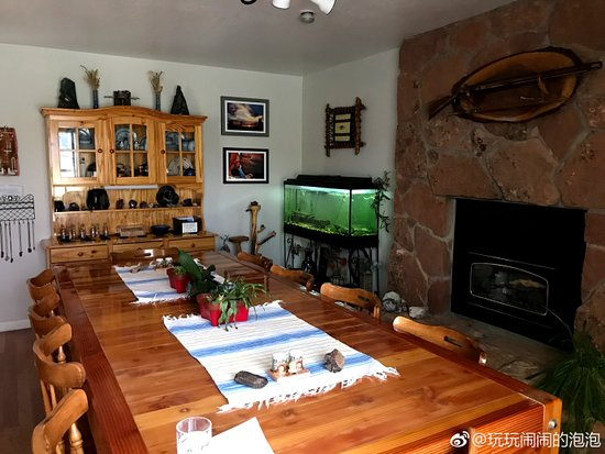 Desert Hills Bed and Breakfast: Dining room