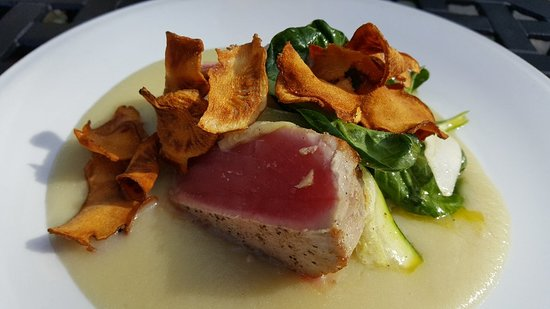 The Fat Duck Gastro Pub: Tonight's fish: seared yellowfin tuna on sunchoke puree. Very nice! Hubby had a burrito