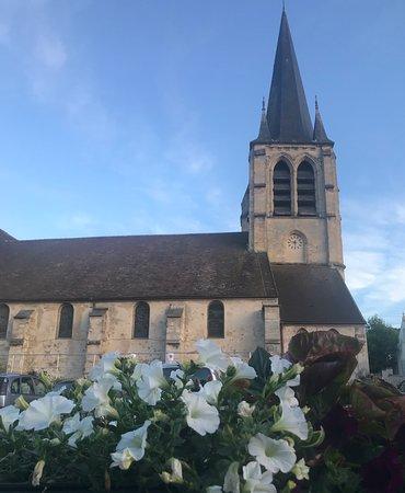 Asnieres-sur-Oise, France: terrasse d été