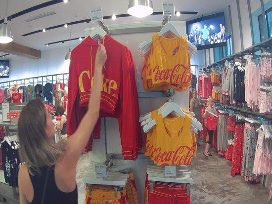c48b8bdbf1 pijamas - Foto de Coca-Cola Orlando Store