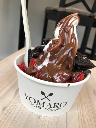 Frozen Yogurt mit Erdbeeren und Oreo