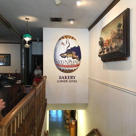Фотография Good 'N Plenty Restaurant