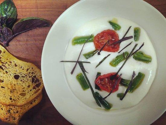 Sarche, Italy: Spuma di stracchino, pomodo infornato, fagiolini e basilico africano: il saluto della cucina!
