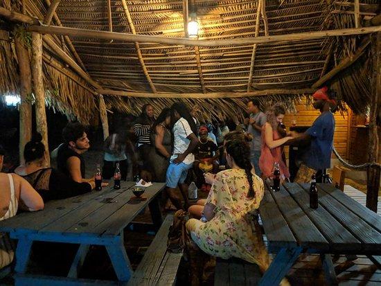 Driftwood Beach Bar & Pizza Shack: Traditional drumming!