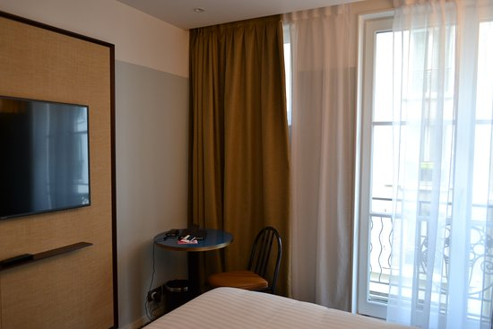 """Hôtel Eiffel Blomet: You can see how small the """"superior"""" room actually is."""