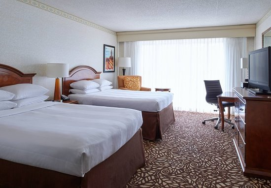 Pewaukee, WI: Guest room