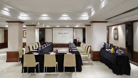 Gran Melia Fenix: Meeting room