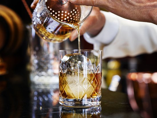 The Milestone Hotel and Residences: Bar/Lounge