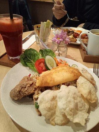 Breakfast at Hummingbird