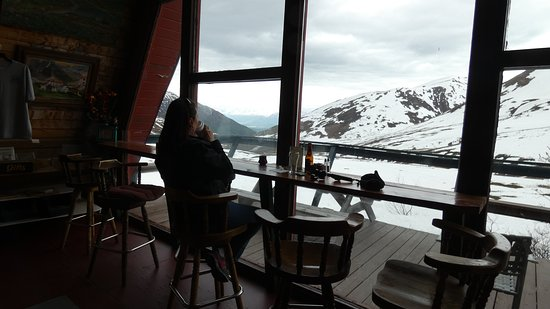 Hatcher Pass Lodge: inside the cafe