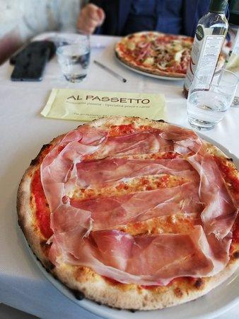 Fiorentino, San Marino: Pizza tirolese = 7,50 euro
