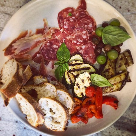 Cooroy, ออสเตรเลีย: Charcuterie platter