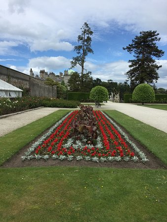Powerscourt Gardens and House: The sun came out