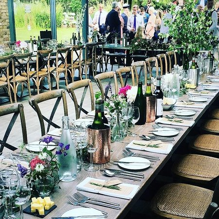 Shoreham, UK: Guests enjoying the garden before dining.
