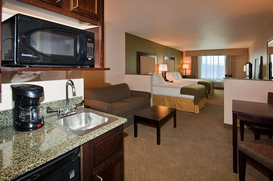 Holiday Inn Express Hotel & Suites Dewitt (Syracuse): Suite