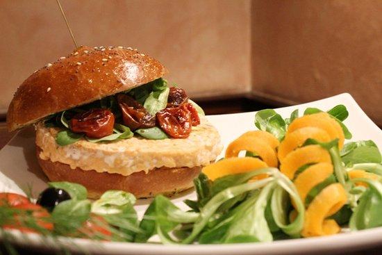 Bastia Umbra, อิตาลี: Hamburger di salmone
