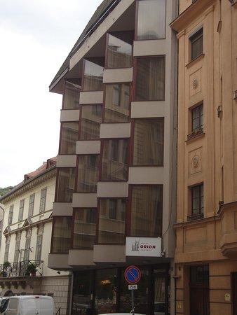 Hotel Orion Várkert: Facciata anteriore dell'hotel
