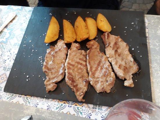 Restaurante El Tragaluz: Carne con patate