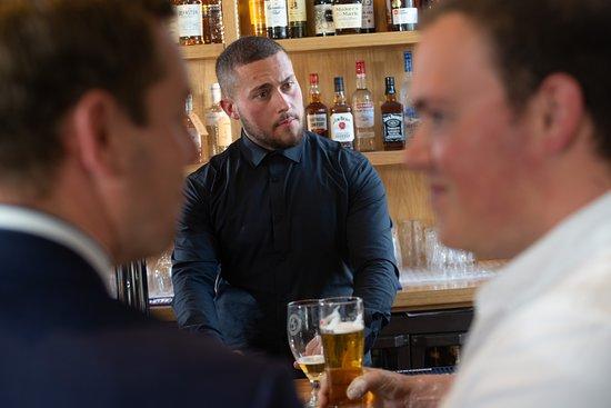 The Allan Park Pub & Restaurant: bar