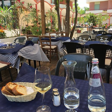 Trattoria Toscana: Always a pleasure to eat at this place. Been here several times, for luncheon. Very tasty and th