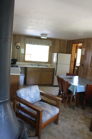 Machin's Cottages in the Pines: Kitchen